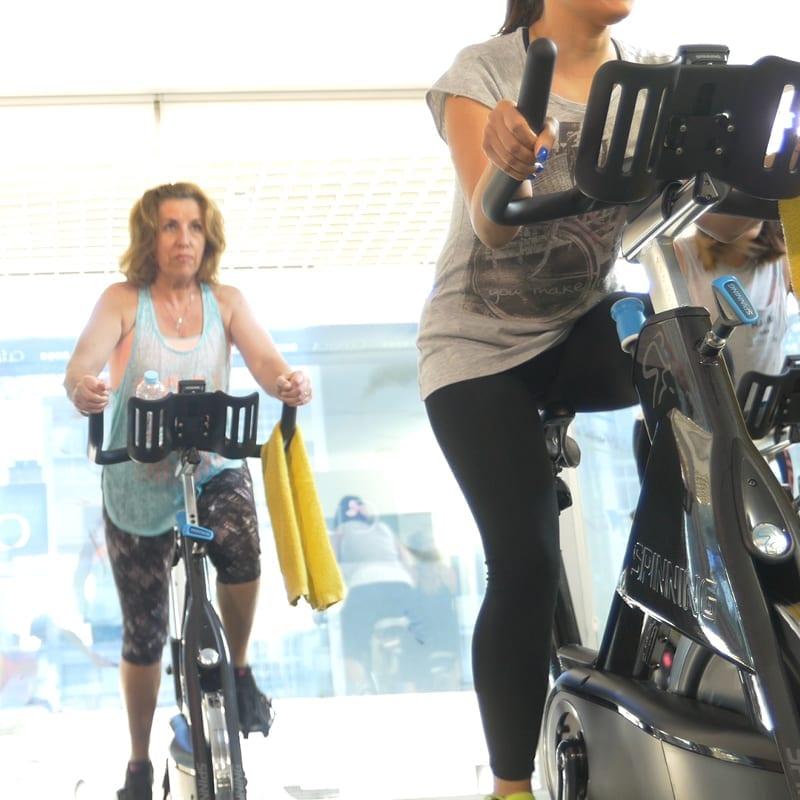 mulheres a fazer exercício físico
